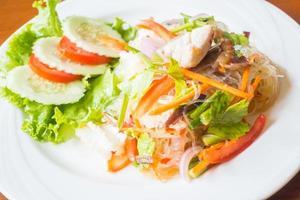 thailändischer würziger Salat foto