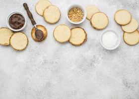 flaches Design von köstlichen Alfajores mit Kopierraum foto