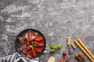 Flaches Fleischkonzept mit Kopierraum foto