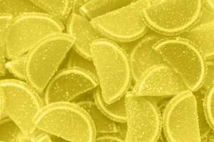 ein Bündel Marmeladenscheiben von Orangen und Zitronen, Draufsicht, flach gelegen foto