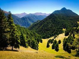 Landschaftsansicht im oberen Omalo-Wanderweg im Tusheti-Nationalpark, Georgia foto