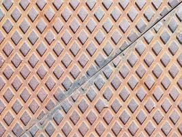 Rautenmuster auf einer Metallplatte foto