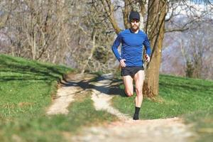 Marathonläufer auf einer Spur foto