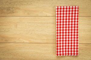 Küchentuch auf Holztisch foto
