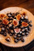 Buffetteller mit verschiedenen Früchten foto