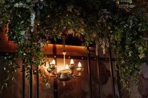 Hochzeitszeremoniebereich mit Holz und rostigem Metall foto