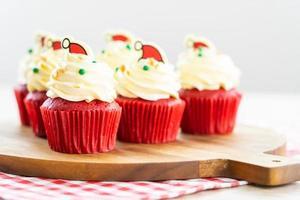 süßes Dessert mit Cupcake rotem Samt