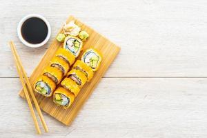 Kalifornien Maki rollt Sushi