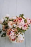 Pfingstrosenblumenstrauß foto