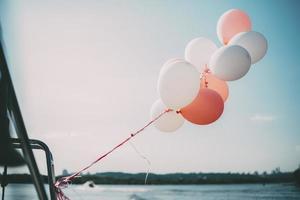 Luftballons auf einer Yacht foto