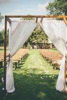 Hochzeitsbogen im Freien foto