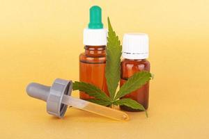 Extrahieren Sie medizinisches Cannabisöl, Kräuterelixier und ein natürliches Heilmittel gegen Stress und Krankheiten foto