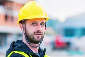 Bauarbeiter Ingenieur posiert foto