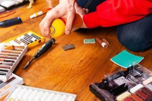 Werkzeugsatz zur Reparatur von Holz für die Laminat- und Parkettrestaurierung foto