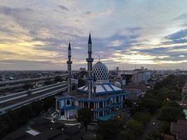 Bekasi, Indonesien 2021 - Panoramablick auf die Moschee im Zentrum von Al-Azhar foto