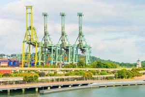 Kräne im Hafen von Singapur foto