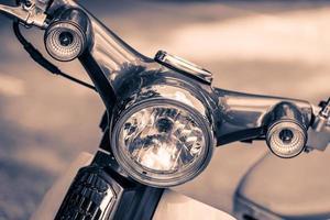 Vintage Scheinwerferlampe eines Motorrades foto
