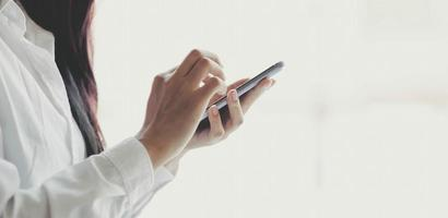 Profi mit einem Smartphone foto