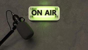 grüne Leuchtreklame mit dem Wort auf Luft und Studiomikrofon, 3D-Rendering foto
