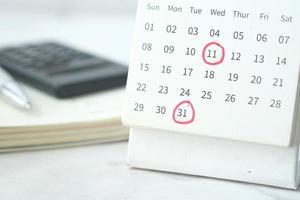 Kalender mit eingekreisten Daten foto