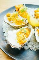 Gebratene Austernschale mit Sauce foto