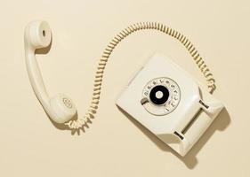 Vintage gelbe Telefonanordnung foto