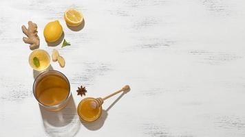 Zusammensetzung mit köstlichen fermentierten Getränken foto