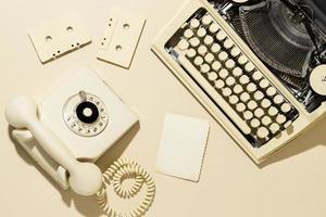 Vintage Creme Telefon Flatlay foto