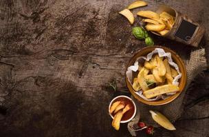 flach liegende Pommes Frites Schüssel mit Platz zum Kopieren foto