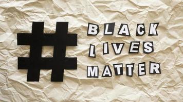 Black Lives Matter-Konzept mit Hashtag foto