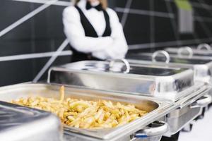frisch geschnittenes Pommes-Frites-Buffet foto