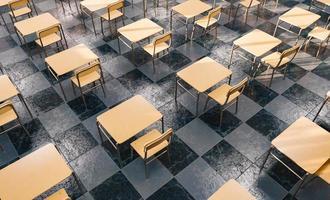 Muster von Schreibtischen in einem Klassenzimmer von oben gesehen foto