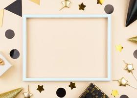 flach liegende Geburtstagsdekorationen mit Rahmen foto