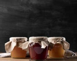 Vorderansicht Marmeladengläser mit Kopierraum foto