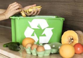 individuelles Recycling von Bio-Gemüse foto