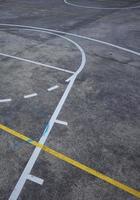 Straßenbasketballplatz auf der Straße foto