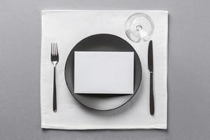 minimalistische Tabelleneinstellung foto