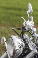 Nahaufnahme des Motorradscheinwerfers foto