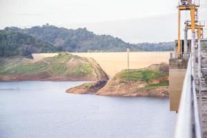 Khun Dan Prakan Chon Damm, Nakhon Nayok, Thailand, Damm, um Wasser zu speichern. foto