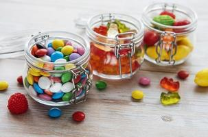 Süßigkeiten in Gläsern foto