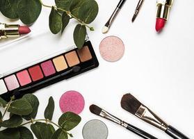 Kosmetik auf weißem Hintergrund foto