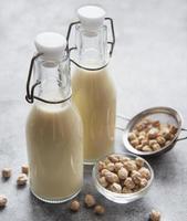 Kichererbsenmilch mit Kichererbsen foto