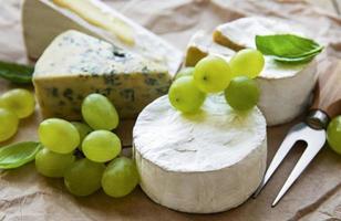 Trauben und Käse foto