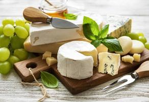 Blick auf eine Käseplatte foto
