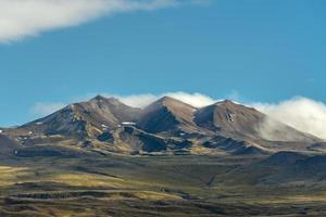 Gebirgszug in der Weite Islands foto