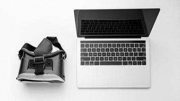 Draufsicht Virtual-Reality-Simulator mit Laptop foto