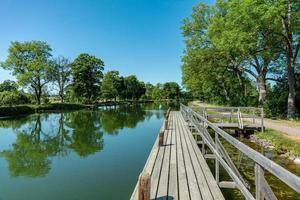 Sommeransicht des Gota-Kanals in Schweden foto