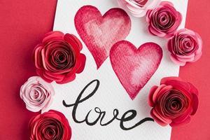 schönes Valentinstagkonzept mit Rosen foto
