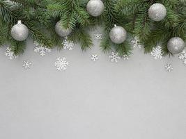 Weihnachtstannenzweig mit Kopierraum foto