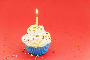 Geburtstag Cupcake mit Kerze foto
